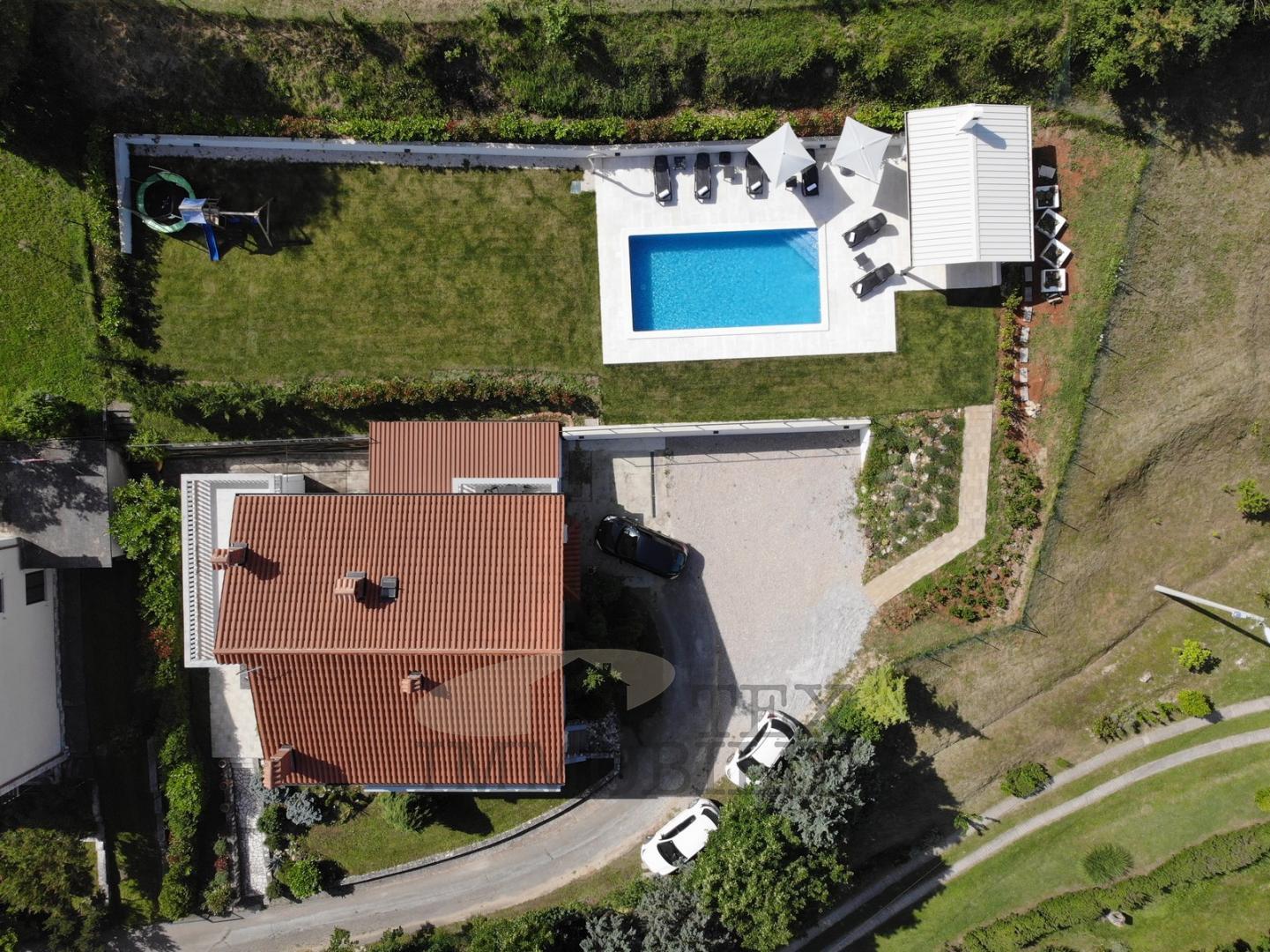 Moderna kuća sa bazenom, 230 m2