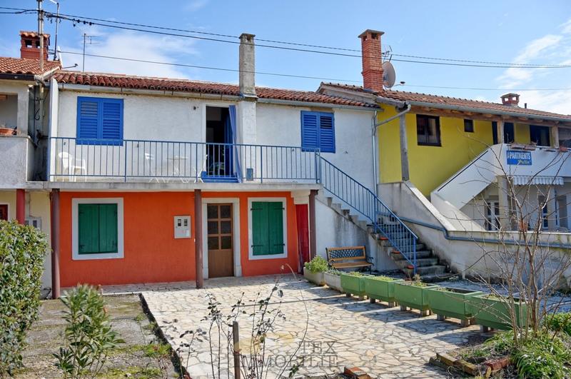 Трехкомнатная квартира в тихой деревне, недалеко от Пореч