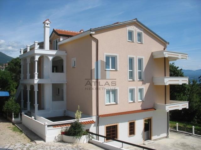 Lovran, centar, dvoetažni app 110 m2