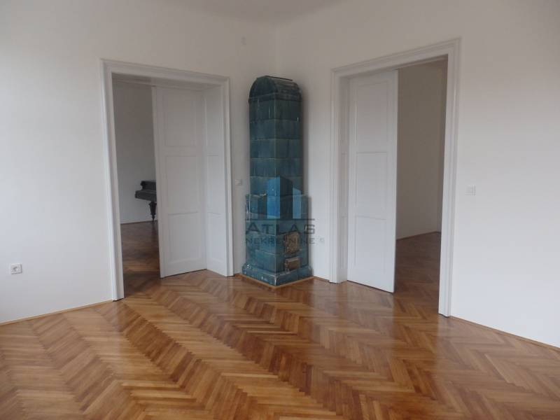 Zagreb, Medveščak, starograđanski peterosoban stan pov. 161,38 m2