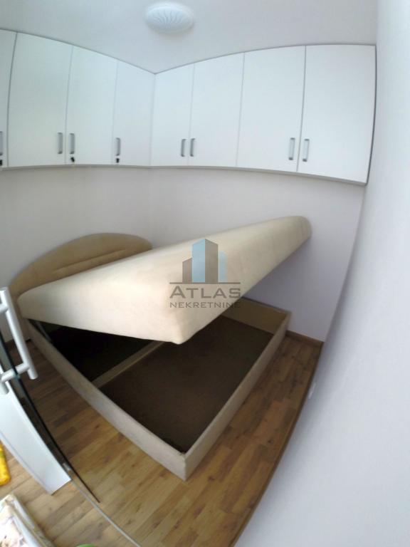 Novi Vinodolski, 2S+DB, kvalitetno opremljen, uz novu marinu