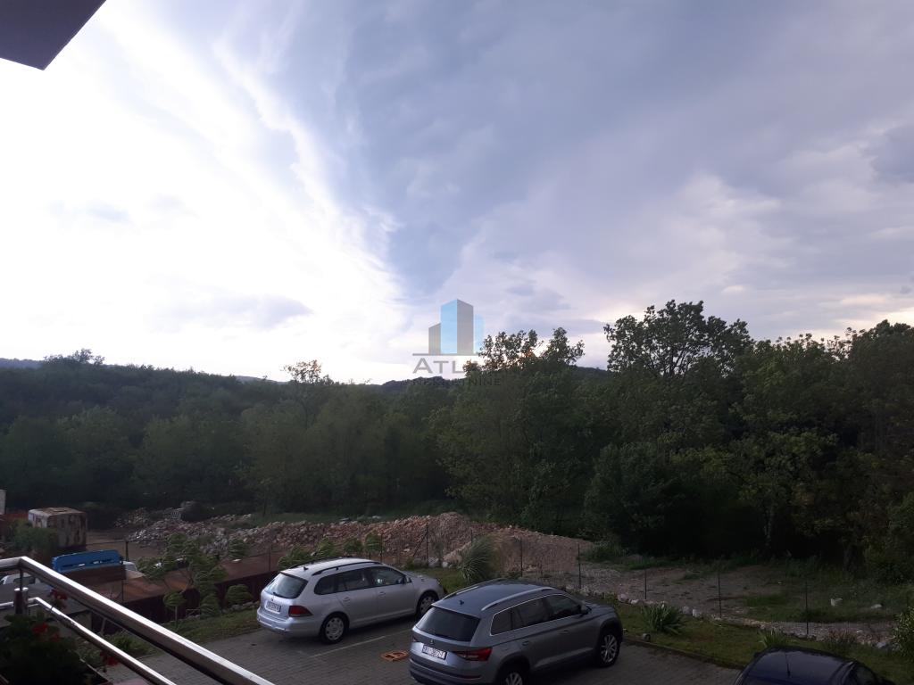 Marčelji , dvosoban s boravkom , 80m2, 1.kat ,balkon