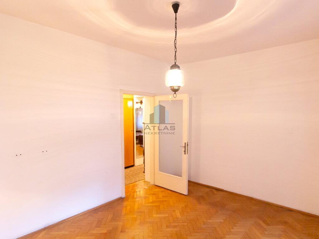 Zagreb, Maksimir, trosoban stan 81 m2, prvi kat, lođa, balkon, parking