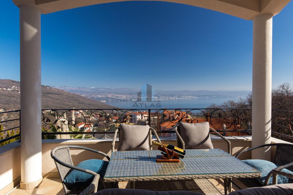 Luksuzna vila iznad Lovrana, bazen, pogled na Kvarner!