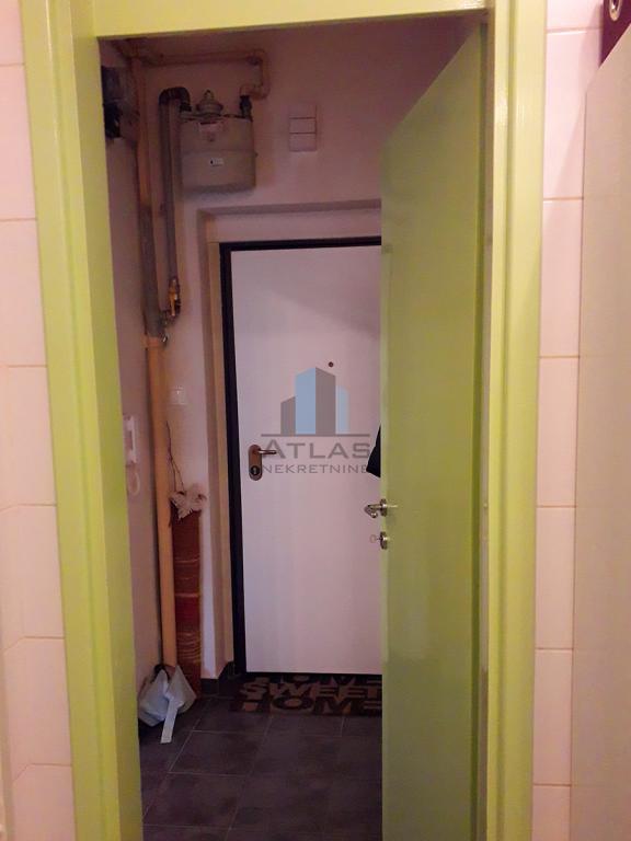 Zagreb, Centar, Svačićev trg, jednosoban stan 27,5 m2, 1.kat, lift