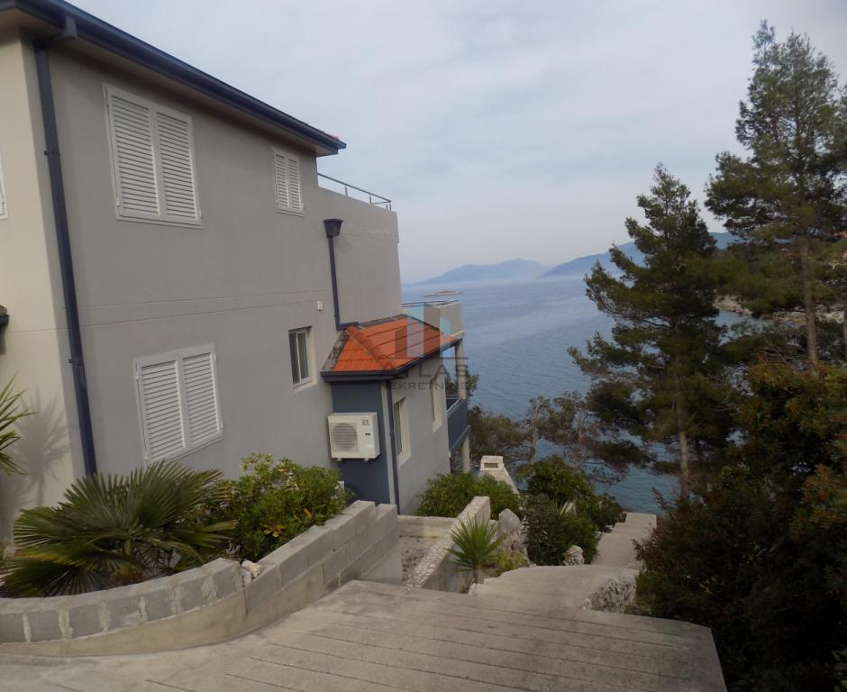 Korčula - vila, prvi red do mora