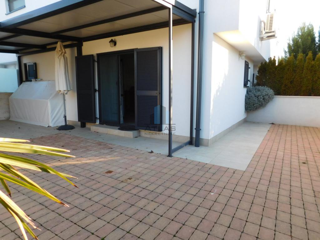 Malinska, dva apartmana 3S+DB, 90,17 m2, vrt 105 m2, pogled more!