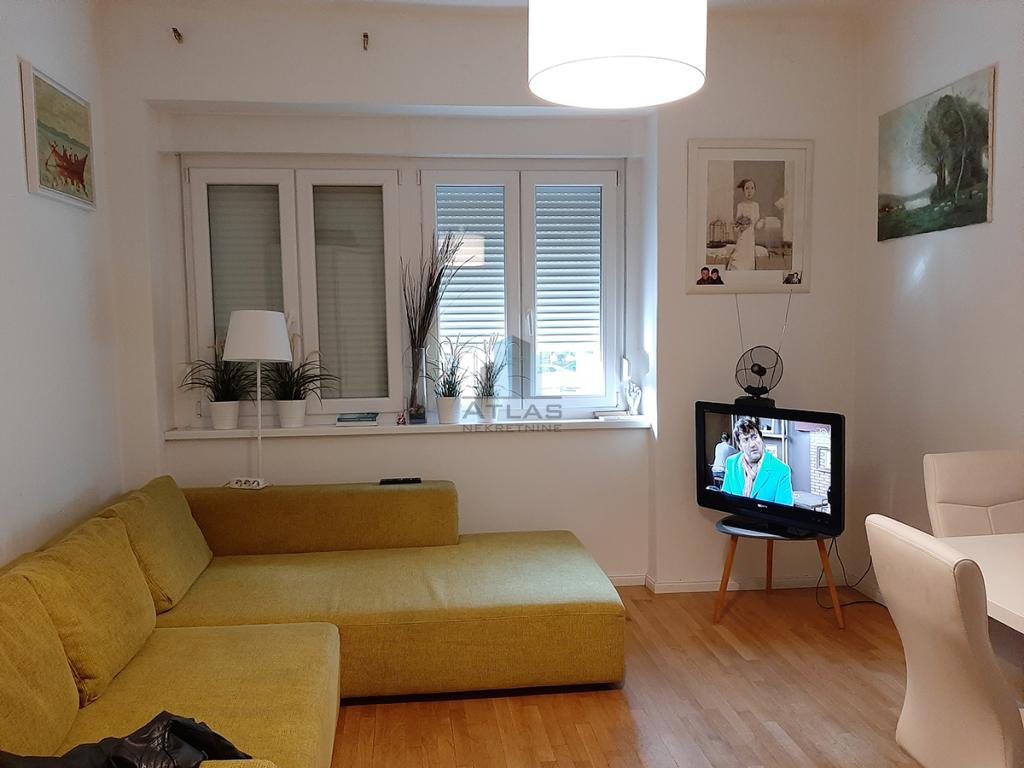 Zagreb, Trešnjevka, u naravi stan pov. 38 m2, visoko prizemlje, lođa, parking