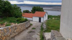 Jadranovo, adaptirana kamena kuća, pogled