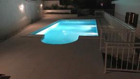Klenovica, kuća blizu mora, P+1, 2 garaže i bazen