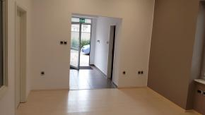 Školjić, poslovni prostor za najam, 150 m2, parking