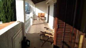 Jadranovo, kuća s 4 apartmana, odlično za investiciju!
