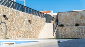 Novalja, moderna novogradnja s bazenom, 72 m2