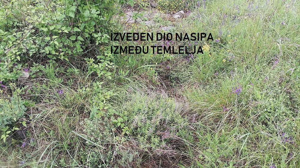 Nekretnine Istra, zemljište sa započetom gradnjom (temelji i septička betonirani)