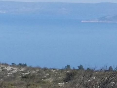 Poljoprivredno zemljište(28.000m2) sa starinom(80m2) i pogledom na more
