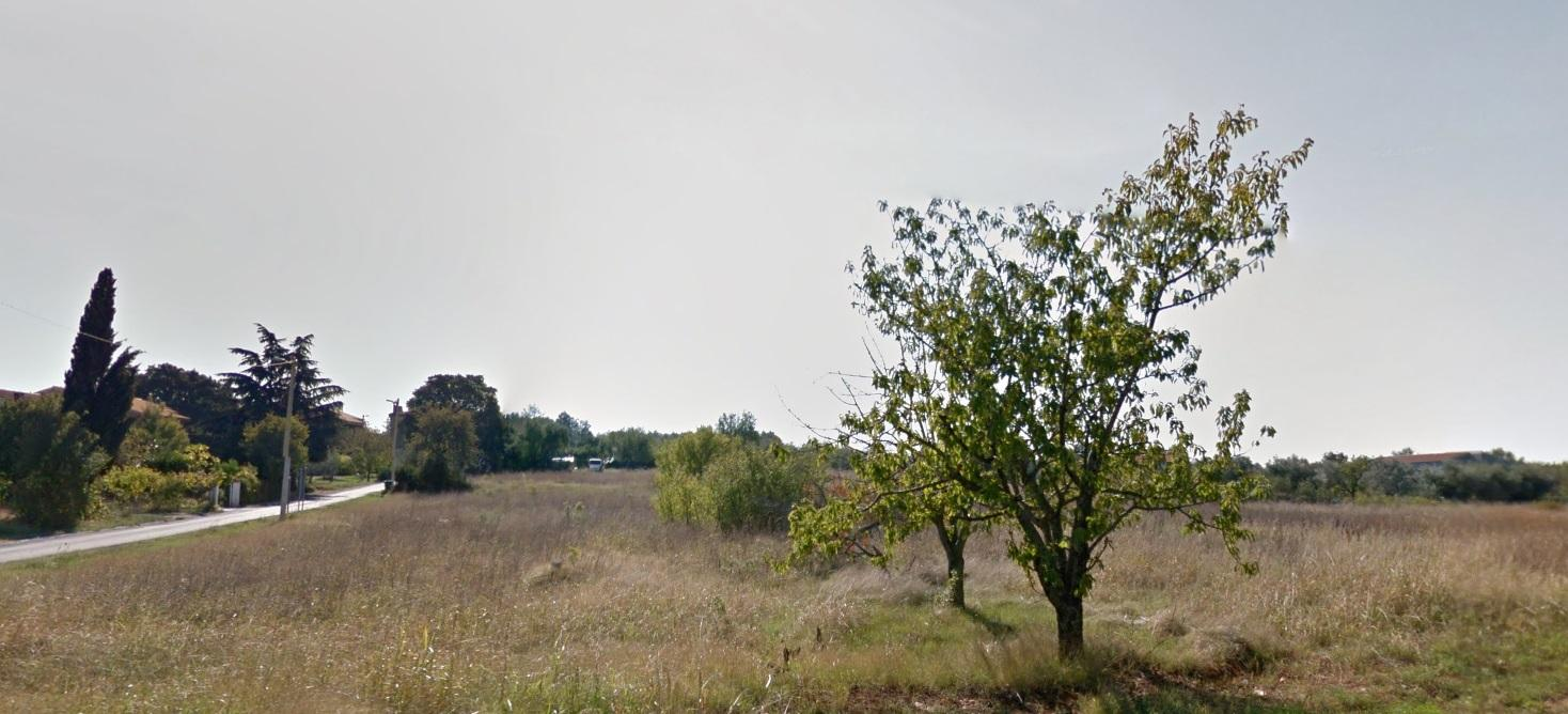Prodaje se građevinsko zemljište 6km od Poreča