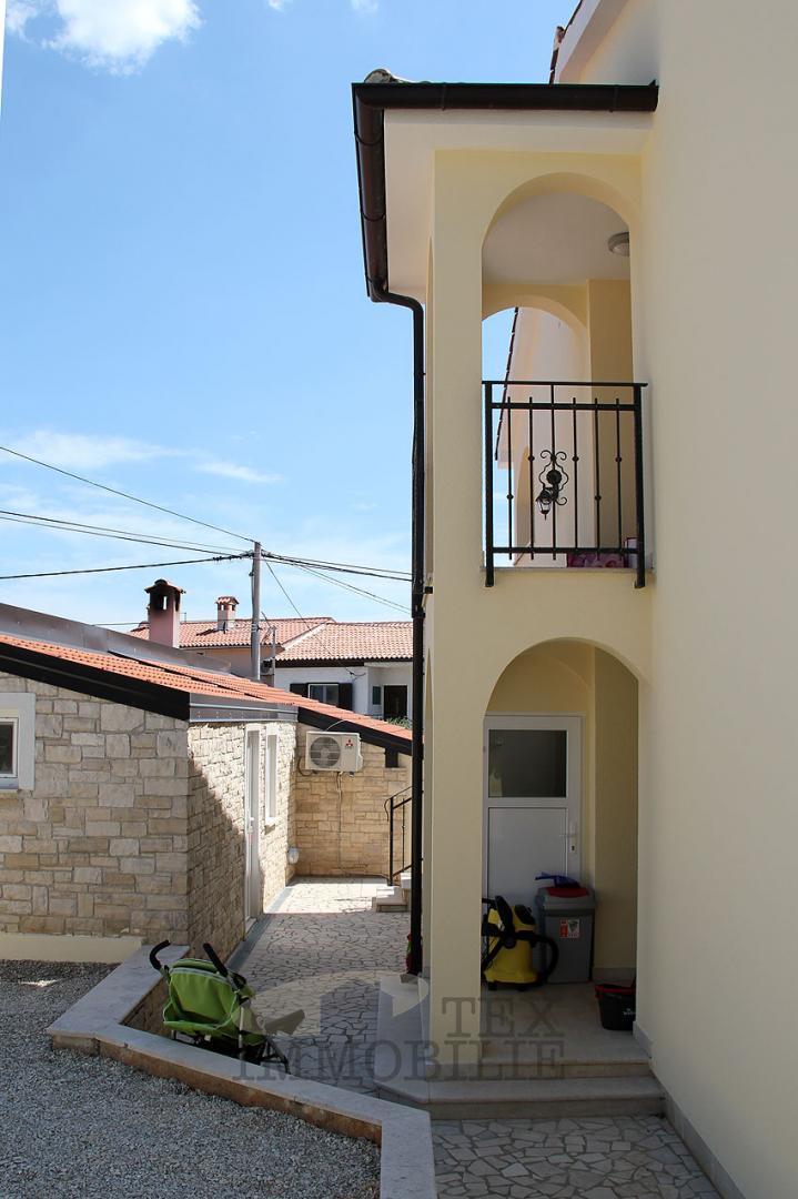 Kuća sa tri stana u okolici Poreča, 193m2