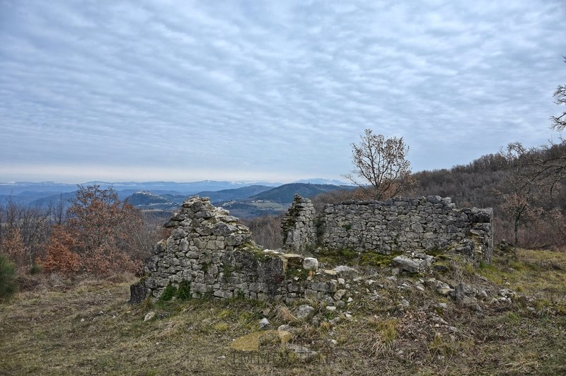 Zemljište sa ruševinom u Vižinadi