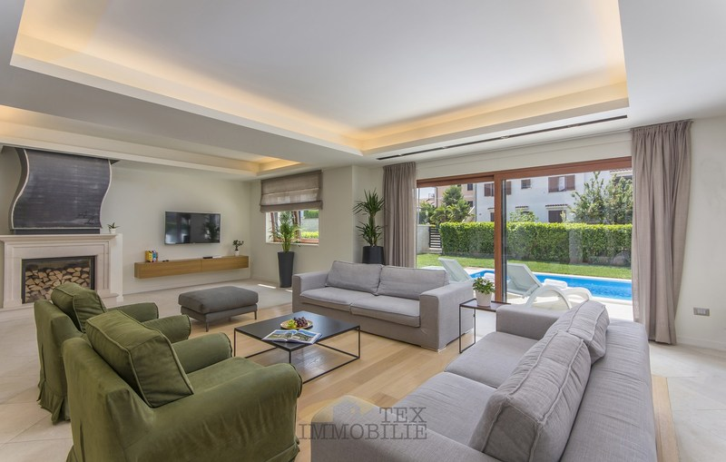 Luksuzna moderna vila sa bazenom u Poreču