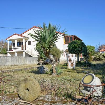 Povoljna kuća sa velikom okućnicom